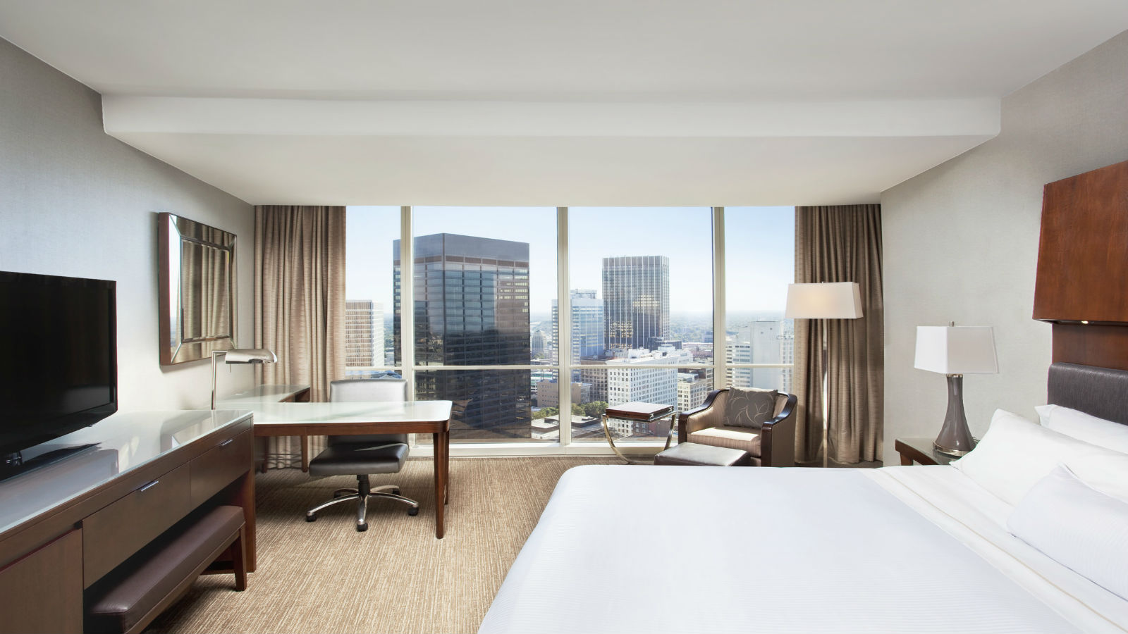Deluxe Guestroom - The Westin Peachtree Plaza Hotel