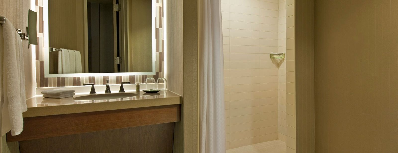 traditional guestroom - The Westin Peachtree Plaza